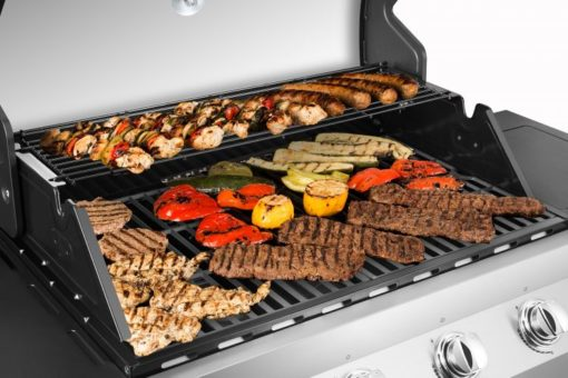 Cooking on the Dyna-Glo Premier 4 Burner Natural Gas Grill - DGP483SSN-D