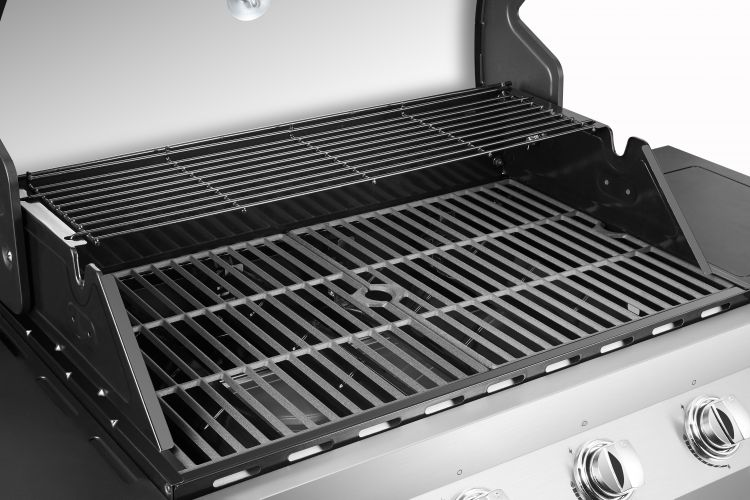 Cooking area on the Dyna Glo Premier 4 Burner Propane Gas Grill - DGP483SSP-D