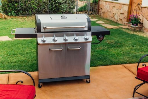 Lifestyle of the Dyna Glo Premier 5 Burner Propane Gas Grill - DGP552SSP-D